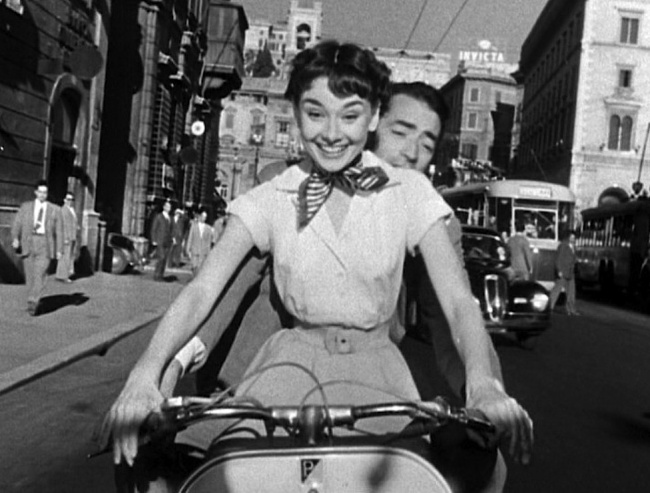 7607110-R3L8T8D-650-Audrey_Hepburn_and_Gregory_Peck_on_Vespa_in_Roman_Holiday_trailer